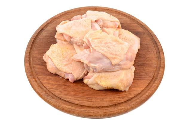 Huhn auf einem schneidebrett