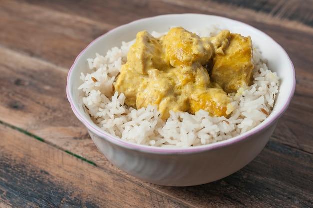 Huhn mit currysoße