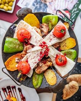 Huhn sadj kartoffel paprika lavash granatapfel draufsicht