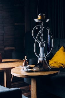 Huka auf shisha schüssel mit dunklem hintergrund