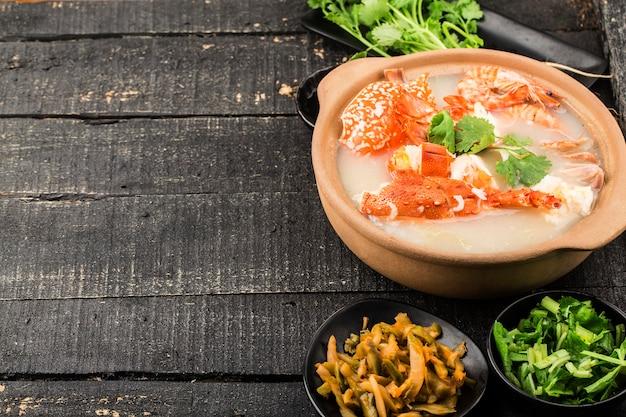 Hummer meeresfrüchte congee in auflauf
