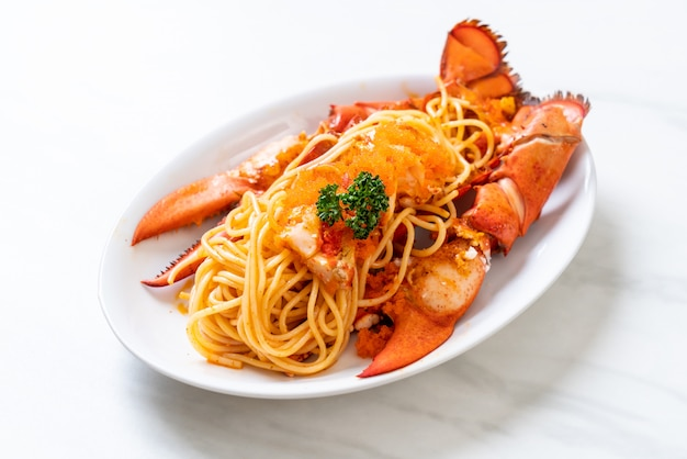 Hummer-spaghetti mit garnelen-ei