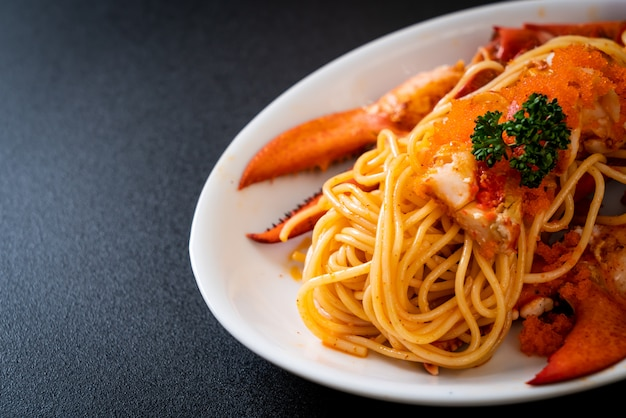 Hummer-spaghetti mit garnelenei
