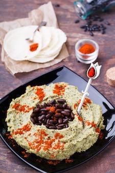 Hummus schwarze bohne