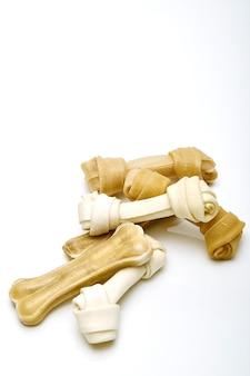 Hundeknochen weißer hintergrund