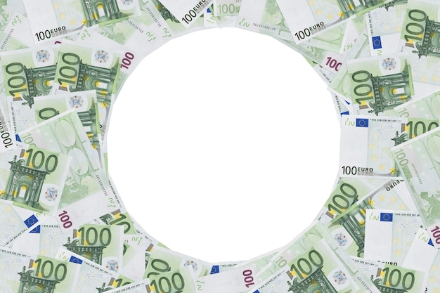 Hundert euro notizen fotorahmen. runder rahmen aus 100 euro-banknoten. kreis, runde, runde, ring isoliert auf weißem hintergrund. platz kopieren. platz für text. das formular, leer für design. exemplar.