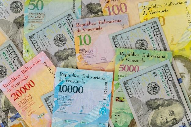 Hundert us-dollar banknoten serie von banknoten mit verschiedenen papierrechnungen währung venezolanischen bolivar