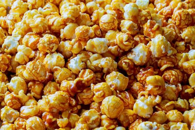 Hunderte popcorns. popcorn hinter sich