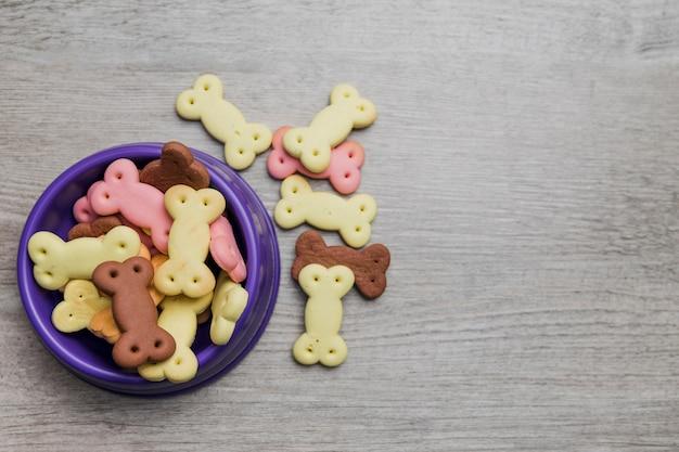Hundeschüssel mit leckereien