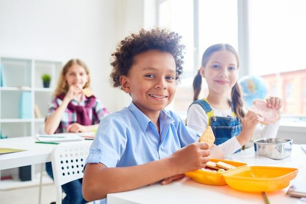 Hungrige klassenkameraden