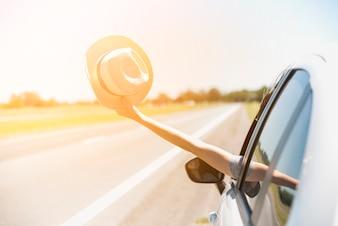 Hut durch Fenster Auto