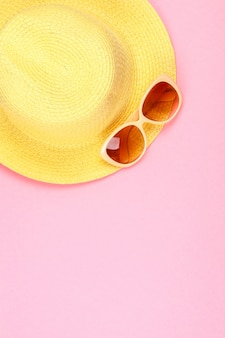 Hut und sonnenbrille