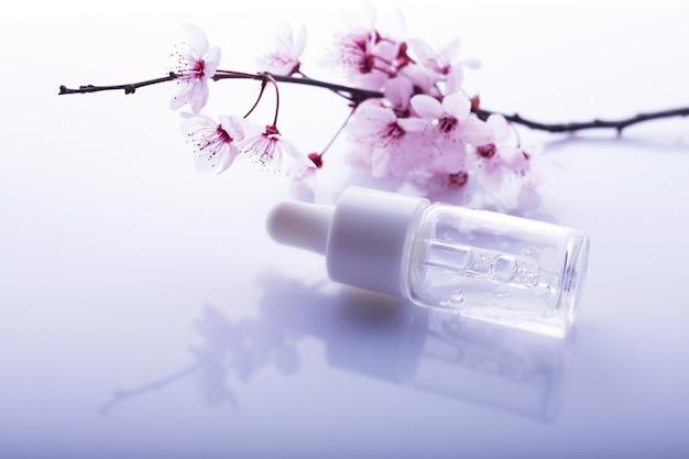 Hyaluronsäure mit rosa blüten