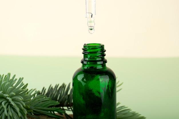 Hyaluronsäureflasche. schönheits-, gesichtspflegekosmetik für die persönliche hygiene.