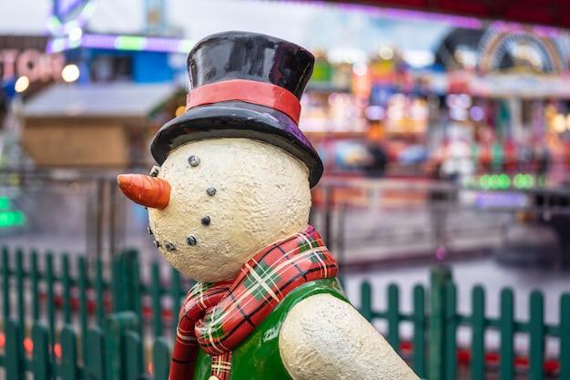 Hyde park, london winterwunderland hyde park, kunstschneemann aus kunststoff