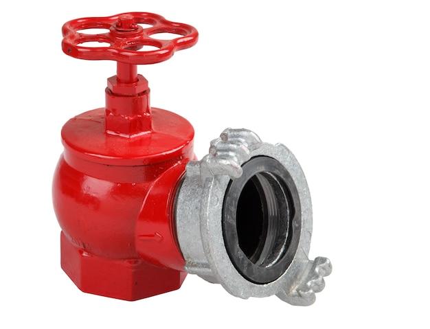 Hydrantventil aus eisenguss, rot mit feuerwehrschlauchkupplungsanschluss, isoliert auf weißem hintergrund, gespeicherte pfadkonturauswahl.