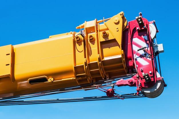 Hydraulisch versenkbarer kranausleger sind anbaugeräte für bagger