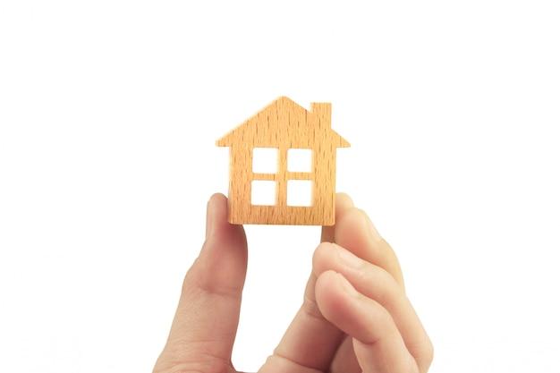 Hypothekenkonzept durch haus von in der hand