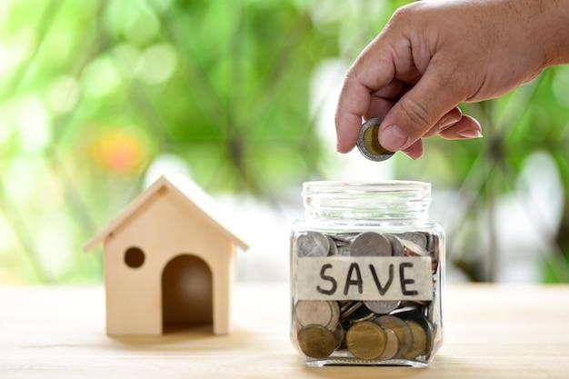 Hypothekenkonzept. geld und haus
