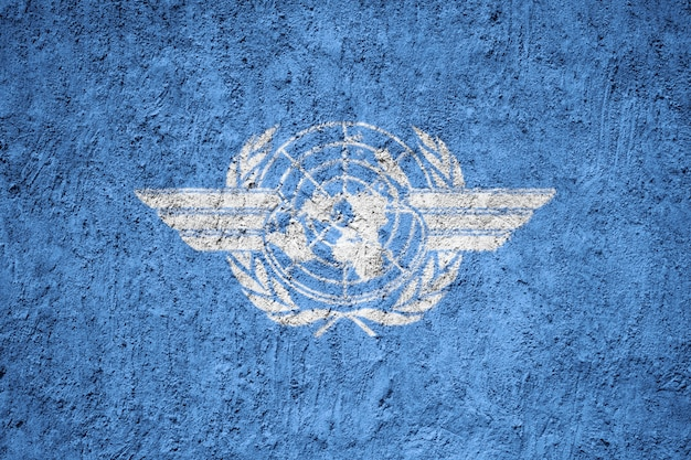 Icao flagge auf grunge wand gemalt