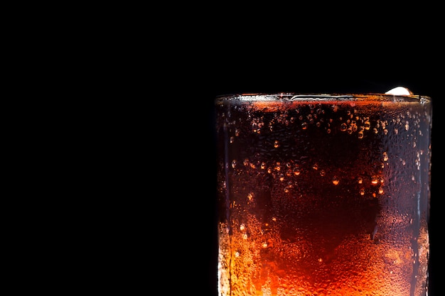 Ice cola auf schwarz