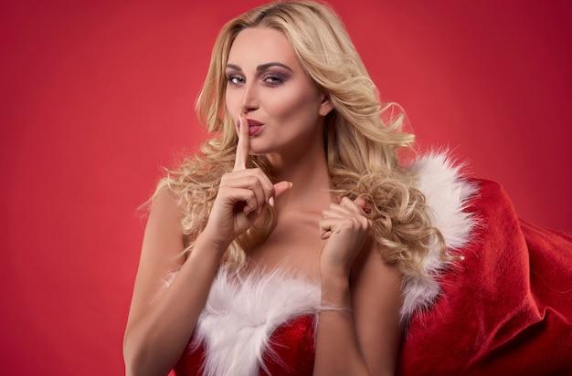 Ich habe dir etwas unter dem weihnachtsbaum gelassen