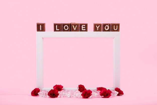 Ich liebe dich inschrift auf braunen blöcken