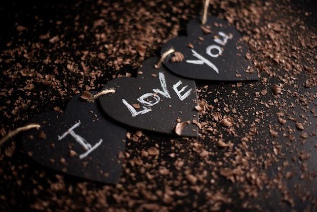 Ich liebe dich, kreide auf eine tafel geschrieben. fröhlichen valentinstag.