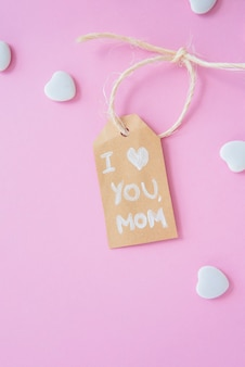 Ich liebe dich mom inschrift mit kleinen herzen