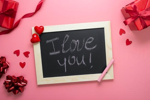 Ich liebe dich nachricht auf tafelrahmen, valentinstag.