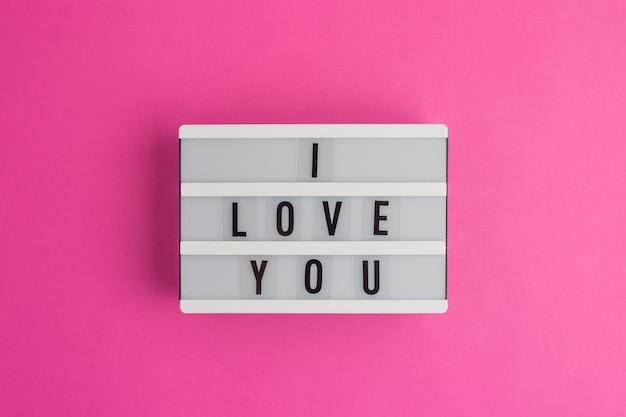 Ich liebe dich text auf weißen leuchtkasten