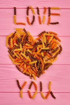 Ich liebe dich text aus fusilli pasta.