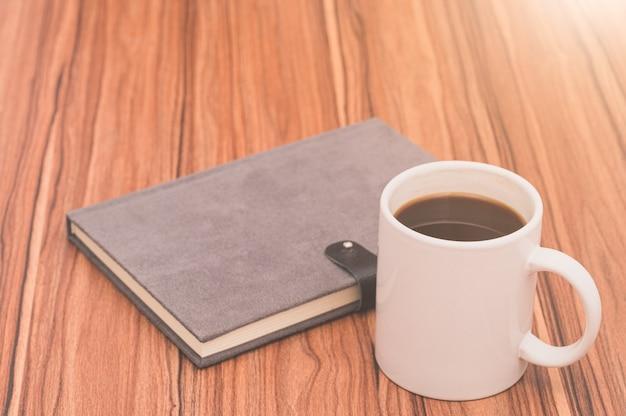 Ich liebe es zu lesen, bücher zu schreiben, kaffee zu trinken Premium Fotos