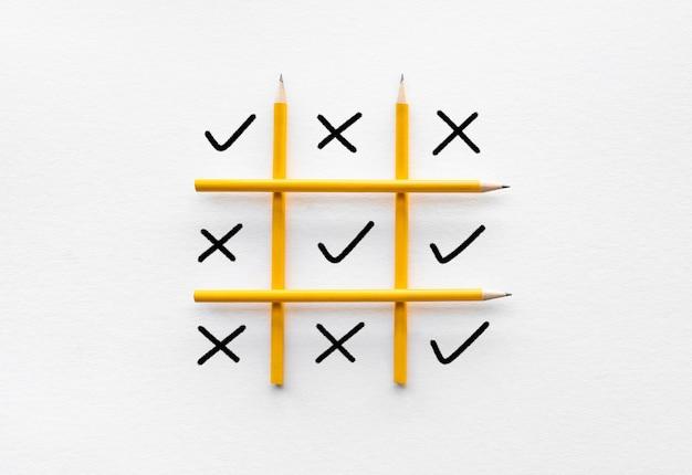 Ideen für geschäftswettbewerb und kreativitätskonzepte mit korrektem und falschem vorzeichen