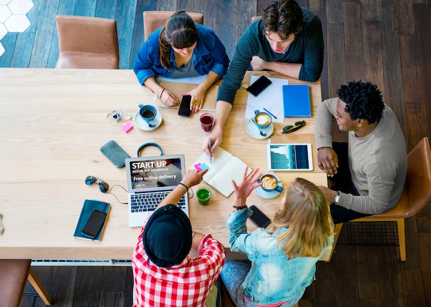 Ideen-kreativitäts-planungs-büro-arbeitscafé-konzept