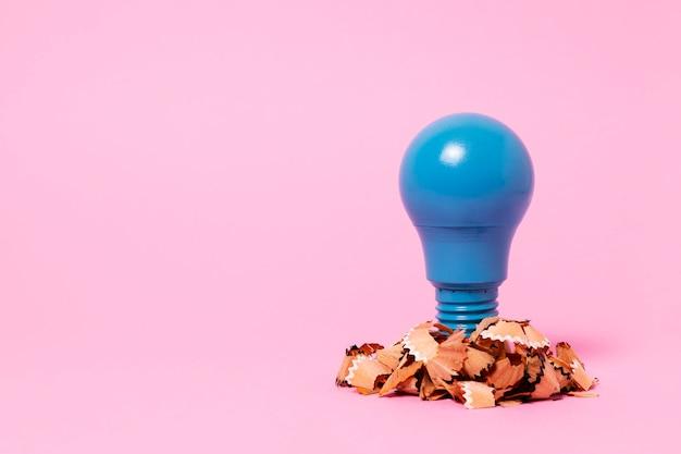 Ideenkonzept mit glühbirne
