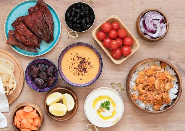 Iftar food table. abendmahlzeit für ramadan