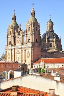 Iglesia de la clerecia in salamanca, region castilla y leon, spanien