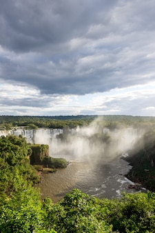 Iguazu fällt in den nationalpark, brasilien-wasserfall schöne aussicht