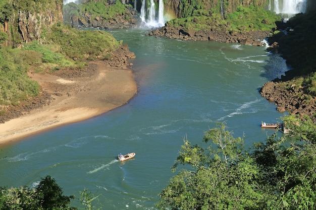 Iguazu river cruise, das abenteuer auf der brasilianischen seite iguazu falls, foz do iguacu, brasilien, südamerika
