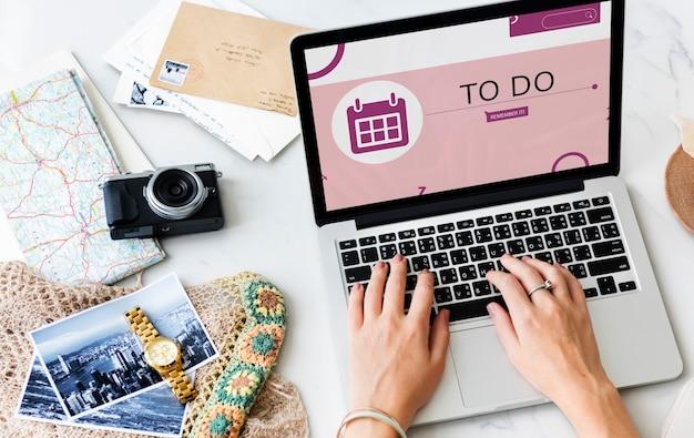 Illustration des persönlichen organizer-erinnerungskalenders auf dem laptop