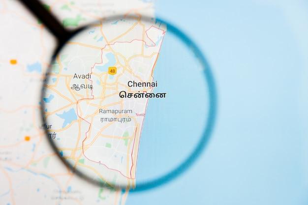 Illustratives konzept der stadtvisualisierung chennai, indien auf anzeigebildschirm durch lupe