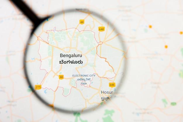 Illustratives konzept der stadtvisualisierung von bangalore, indien auf anzeigebildschirm durch lupe