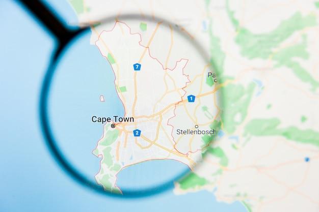 Illustratives konzept der stadtvisualisierung von kapstadt, südafrika auf anzeigebildschirm durch lupe