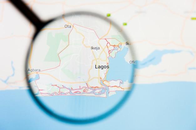 Illustratives konzept der stadtvisualisierung von lagos, nigeria auf dem bildschirm durch lupe