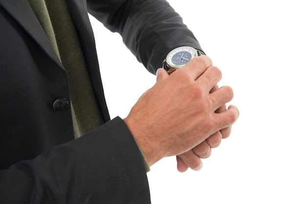 Im augenblick. armbanduhr auf männlicher hand. uhr einstellen oder überprüfen. mans uhr. mode-accessoire. formaler stil. geschäftslebensstil. pünktlichkeit beachten. seine uhr stimmt. luxus-accessoire.