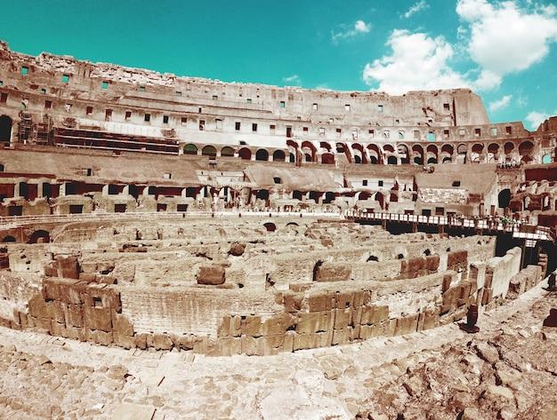 Im inneren des römischen kolosseum