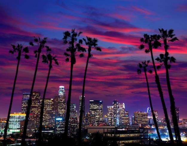 Im stadtzentrum gelegene la nacht los angeles-sonnenuntergangskyline kalifornien