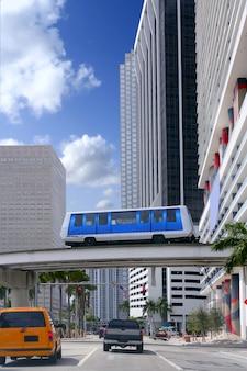 Im stadtzentrum gelegene städtische wolkenkratzergebäude von miami