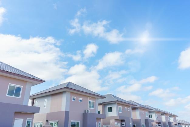 Immobilien des neuen modernen hauses in thailand